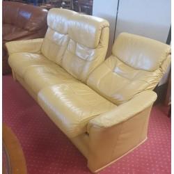 Très beau canapé relax en cuir jaune
