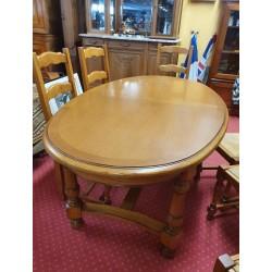 Table ovale en chêne clair